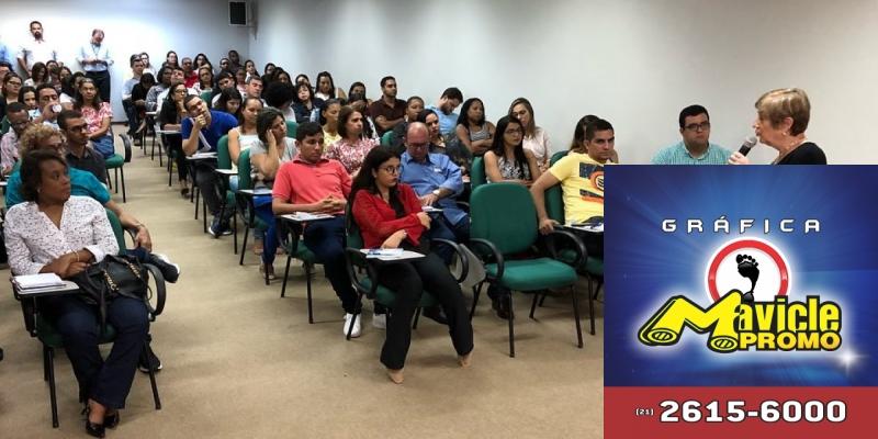 Apresentação de Silvia Osso aborda as tendências do mercado farmacêutico   Guia da Farmácia   Imã de geladeira e Gráfica Mavicle Promo